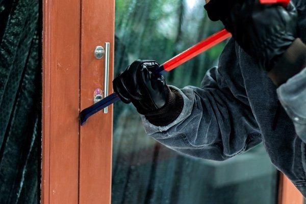 Le tecniche che utilizzano i ladri per entrare in casa